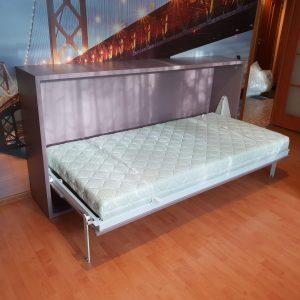 Atverčiama-sieninė-lova-spintoje