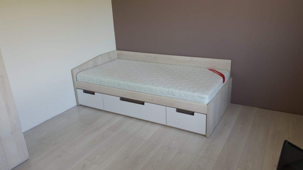 Jaunuolio-kambario-baldai-lovos