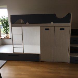Lovos-jaunuolio-kambariui-dviaukštė-lova