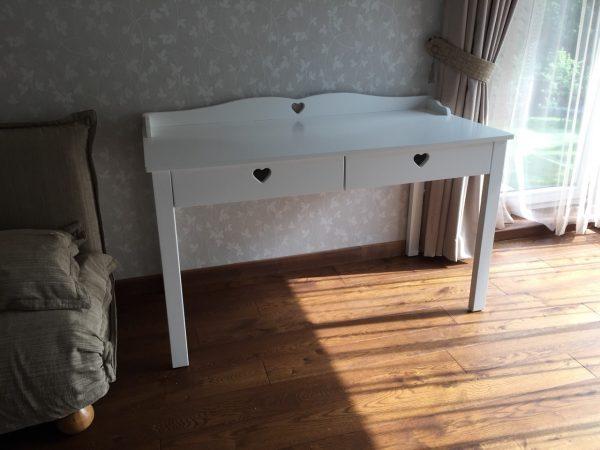 provanso-stiliaus-rašomasis-stalas