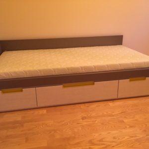 jaunuolio-lova-Forma