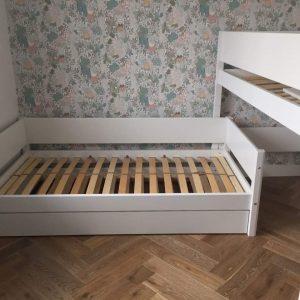 Kampinė-dviaukštė-lova-Flexa