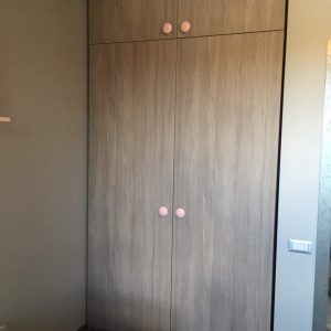 Spinta-vaikų-kambariui-Forma