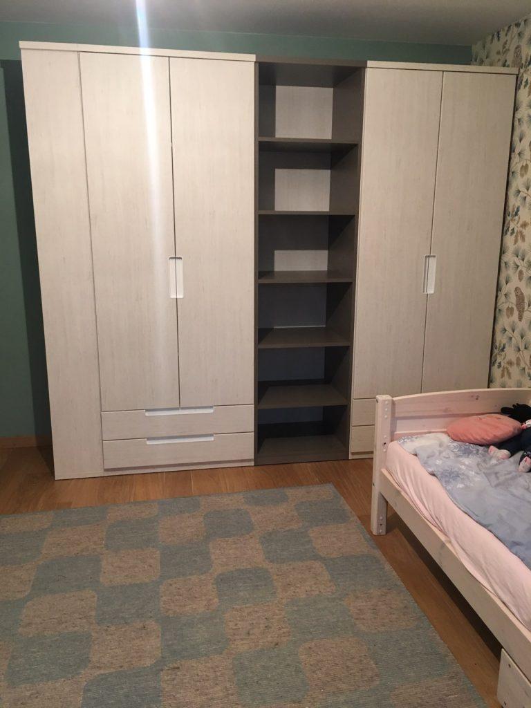 Jaunuolio-kambario-baldai-spintos