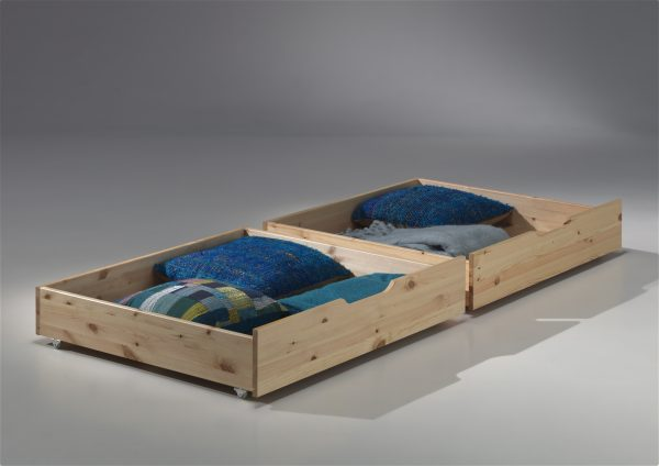 mediniai-stalčiai-po-lova