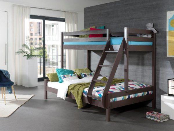 Junuolio-kambario-dviaukštės-lovos-trims-asmenims