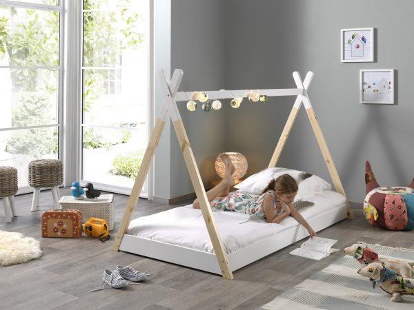 lovytė-namelis-vaiko-kambariui