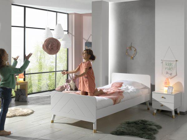 lova-mergaitei-lova-jaunuoliui