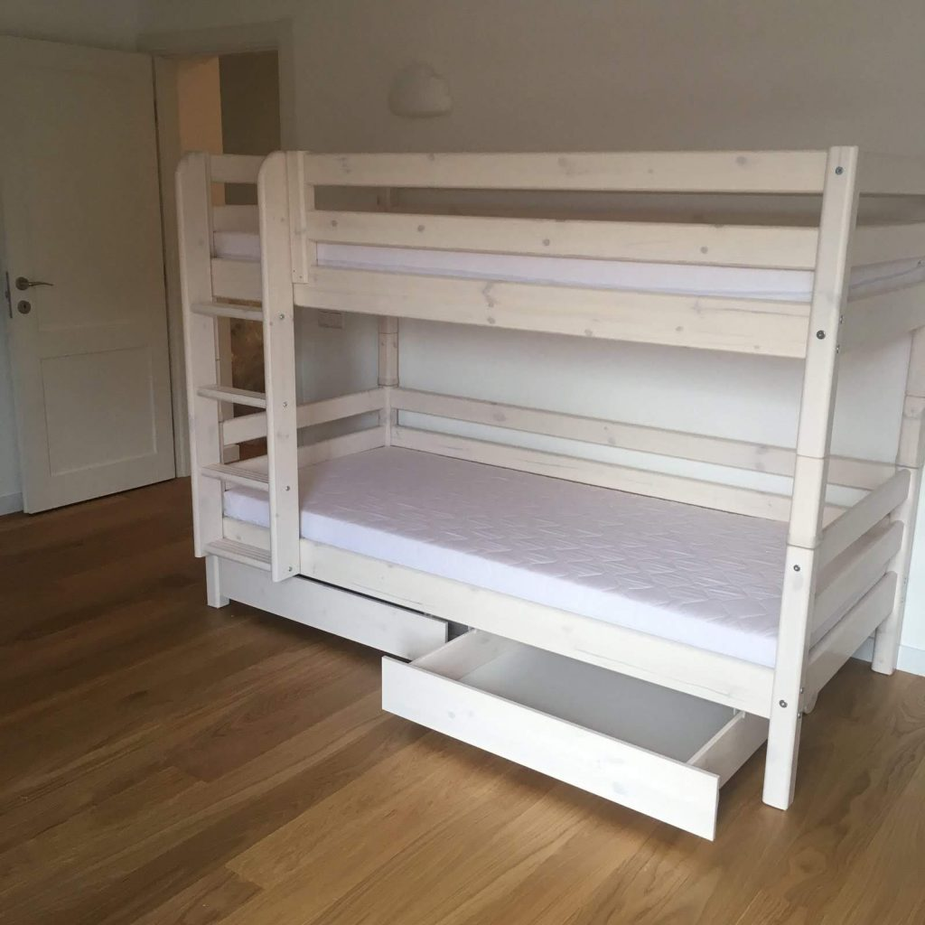 Flexa-dviaukštė-lova-su-stalčiais