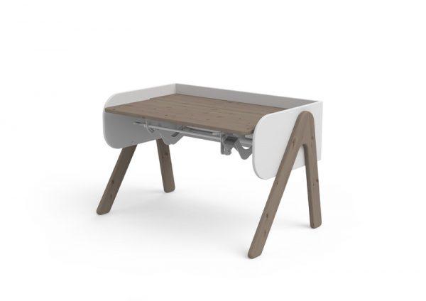 tamsus-medžio-augantys-stalas-woody