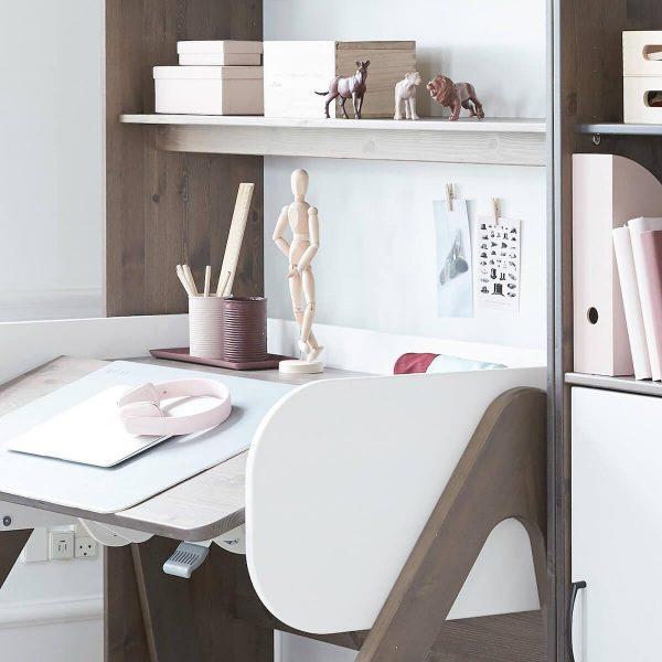 augantis-stalas-woody-FLEXA