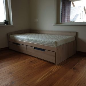 lova-su-stalčiais-FORMA