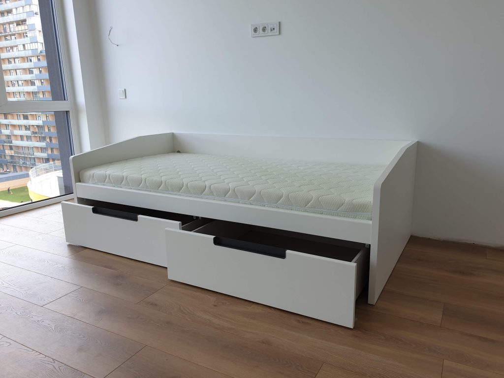 lova-su-stalčiais