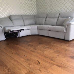 minkštas-kampas-su-relax-foteliu