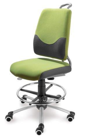 Auganti-kėdė-su-pakoju-prie-stabilaus-stalo