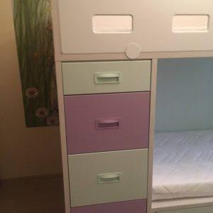 lova-su-komoda-lova-su-stalčiais