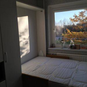 lova-spintoje-jaunuolio-kambariui