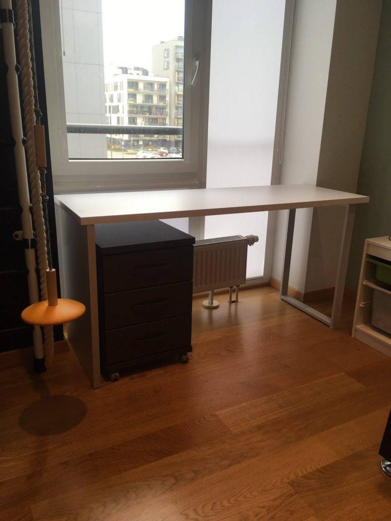 rašomasis-stalas-stalčių-blokas