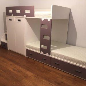 lova-dviems-vaikams-su-spinta