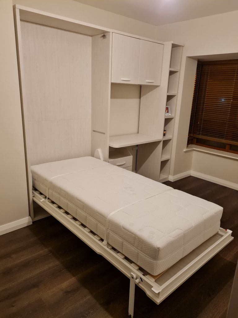 lova-spintoje-monoidėja-transformuojami-baldai