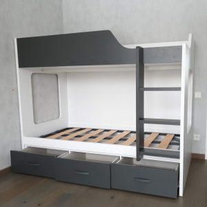 dviaukštė-lova-suaugusiems-jaunuolio-kambario-baldai