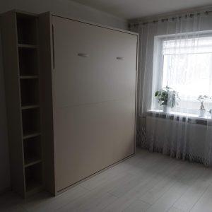 lova-spintoje-miegamasis-kambarys