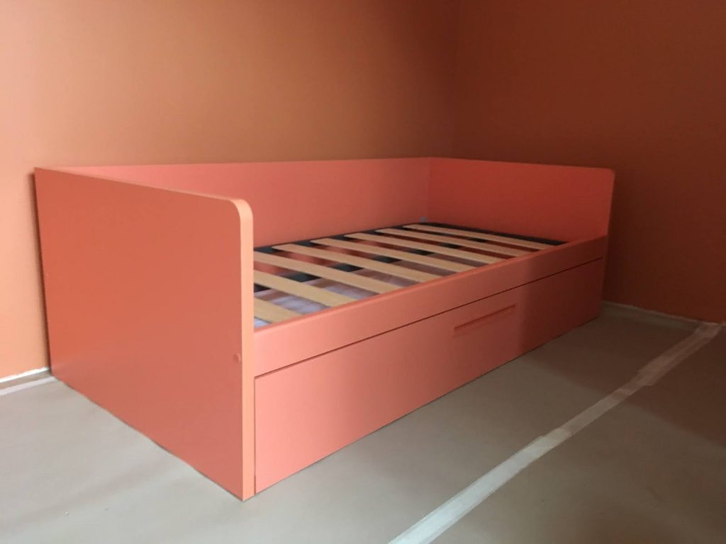 mergaitės-kambario-lova