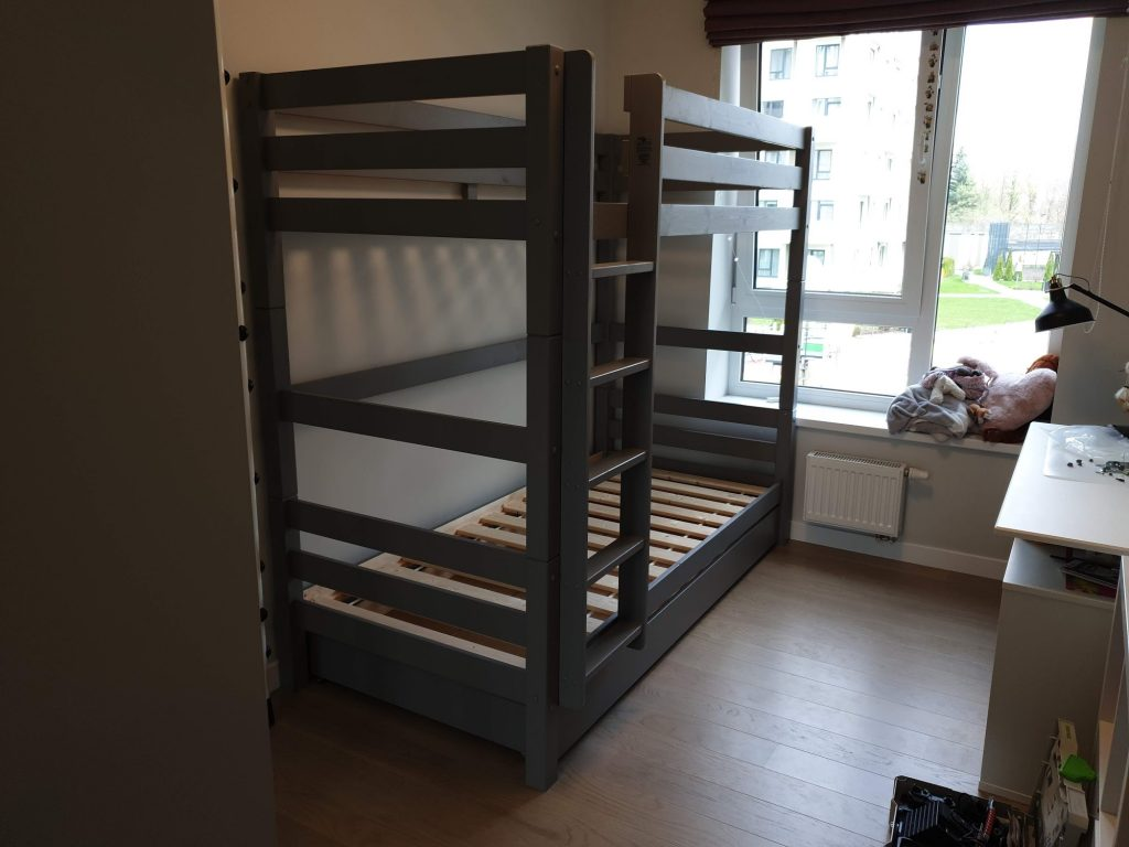 divstavu-gulta-monoideja-dviaukste-lova