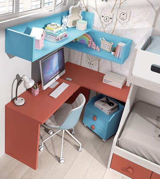 jaunuolio-kambario-darbo-vieta