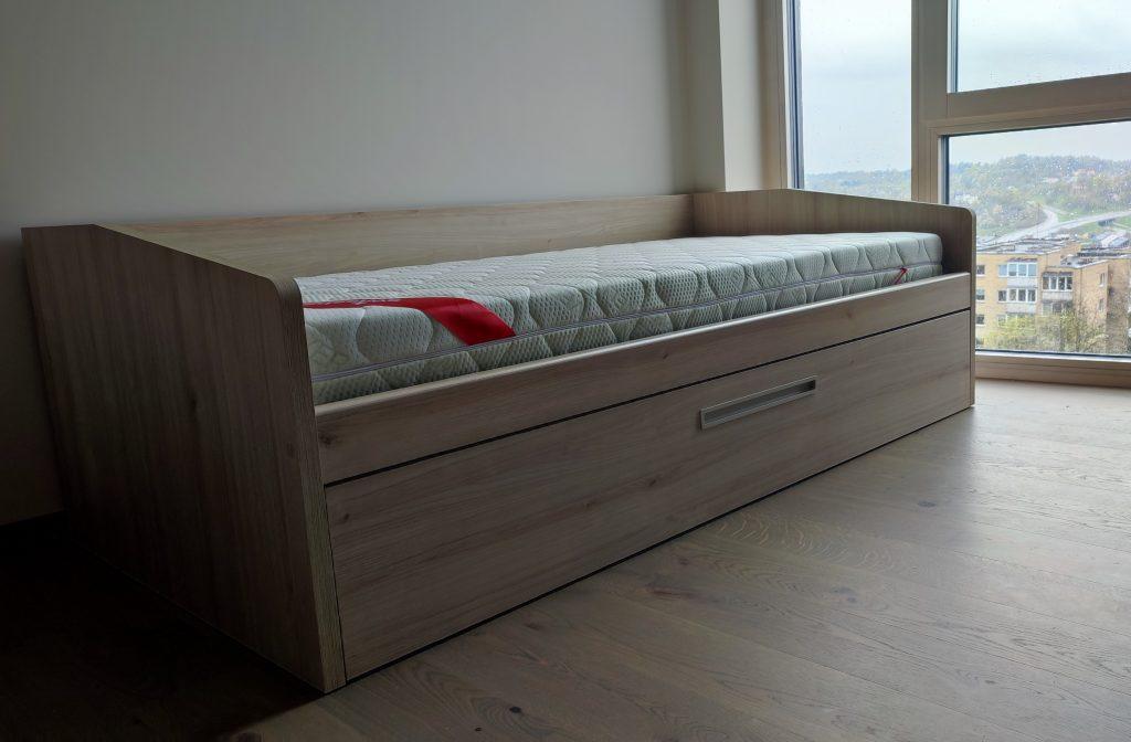 jaunuolio-kambario-lova