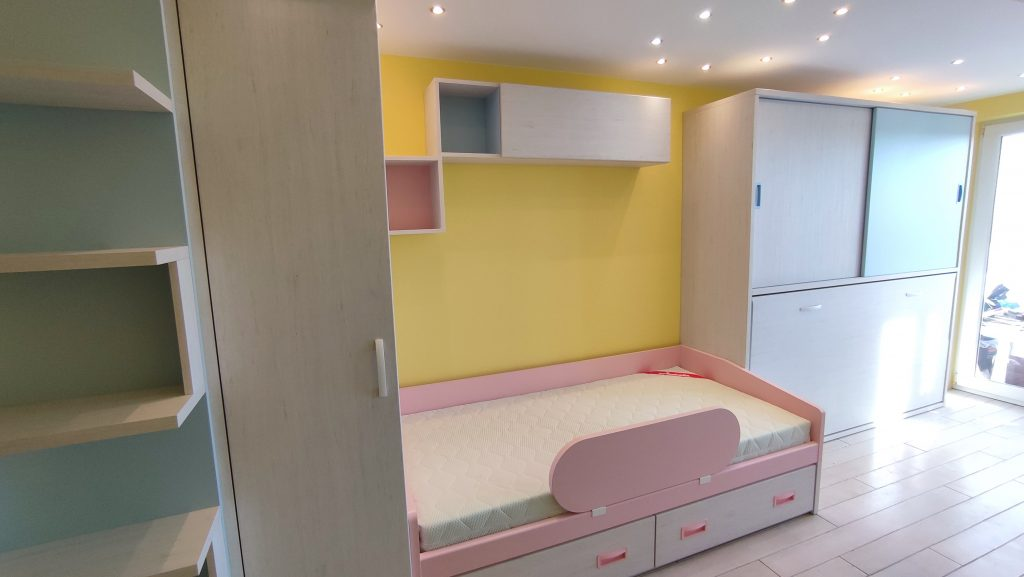 mergaites-kambario-lova