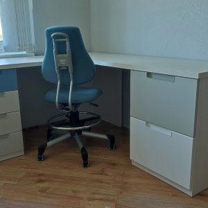kampinis-rašomasis-stalas