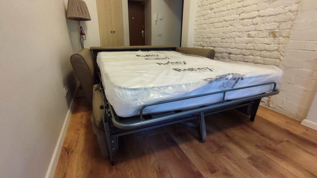 itališka-sofa-lova-patogiam-miegui