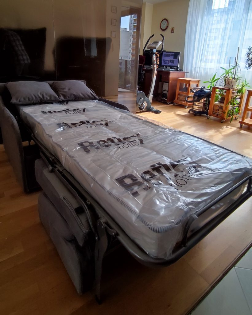 fotelis-lova-jaunuolio-kambariui