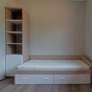 lova-jaunuolio-kambariui-monoideja